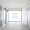 白を基調とした内廊下